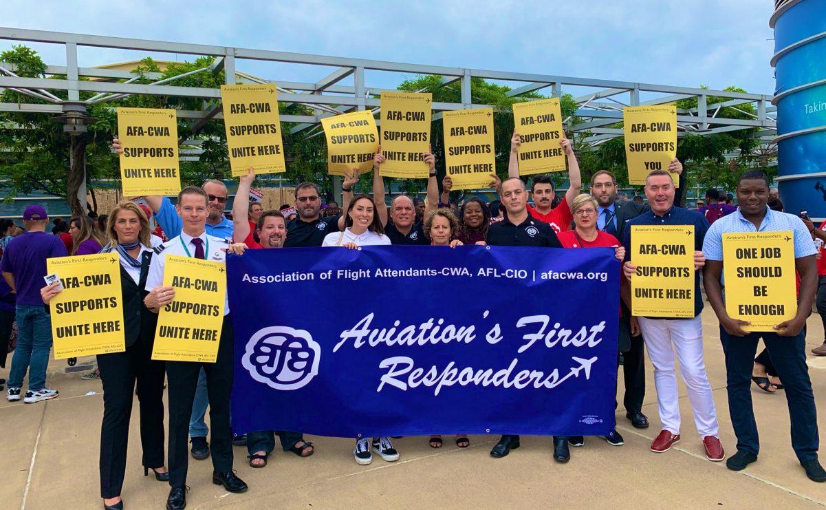 由莎拉·奈尔逊领导的全美空服员工会于2019年1月呼吁以总罢工的手法反抗特朗普径自关闭联邦政府,震惊了统治阶级。 //图片来源:全美空服员工会推特