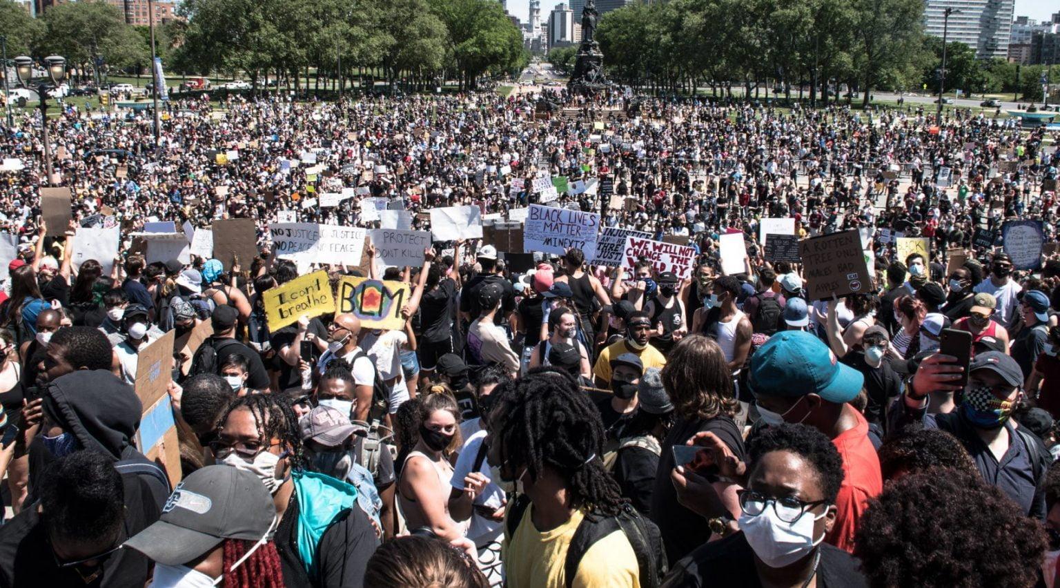 我们看到新一代厌倦了多次「百年难得一见」的危机,强烈支持推翻资本主义的新一代革命志向高涨。//图片来源:Joe Piette,Flickr
