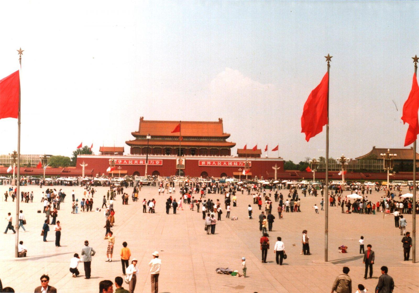 Archivo:Tiananmen Square, Beijing, China 1988 (1).jpg